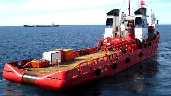Argentina compra 4 remolcadores rusos Neftegaz%2055%20and%20Didon%20FPSO_Wullie%20Bremner%20copy
